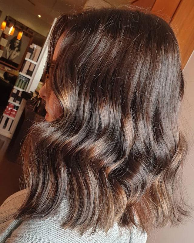 shoulder-lenght wavy brunnette hair